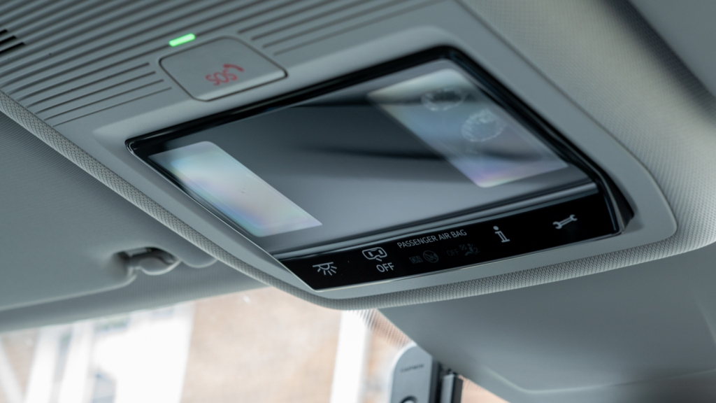Photo of the car roof, showing the emergency SOS button and lights